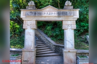 Monumentul Lumanarea Recunostintei | Памятник Свеча Благодарения